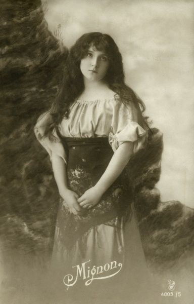 An unidentified opera singer in the role of the gipsy Mignon in the opera of the same name by Ambroise Thomas, first performed in 1866, based on Goethe's novel, Wilhelm Meister. Date: early 20th century