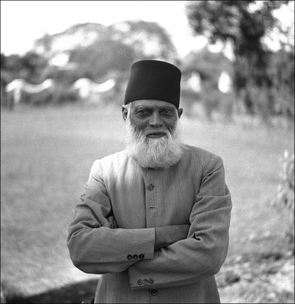An Elder from a province in modern day Pakistan, at this point however it was still a province in North-west India. Photograph by Ralph Ponsonby Watts