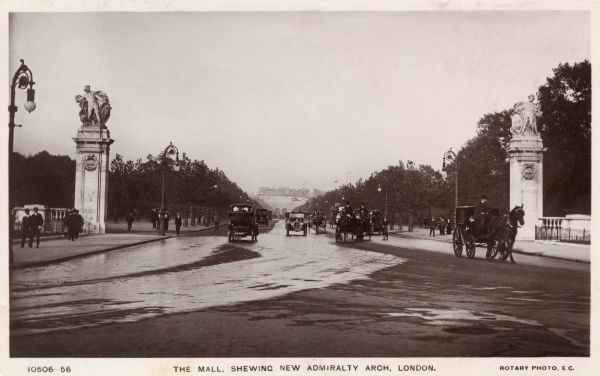Pall Mall, with the new Admiralty Arch in the distance Date: 1911
