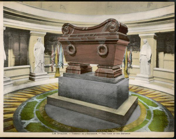 Hotel des Invalides: interior view with Napoleon's tomb