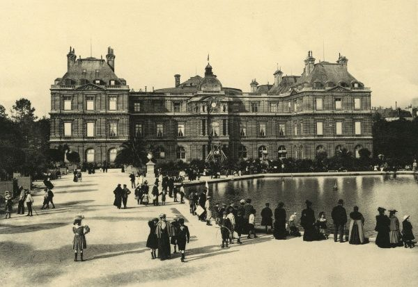 The garden front of the palais : the gardens are popular with children, chess-players and simple strollers. Date: circa 1904