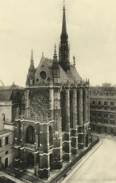 Surrounded by law courts and government departments, the Sainte-Chapelle is hard to see as an isolated building. Date: circa 1904