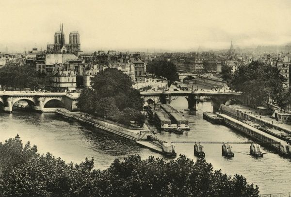 The Seine flows down both sides of the Ile de la Cite : note a strange structure on the right, maybe some kind of landing stage : whatever it is, it's not there in 2007. Date: 1904