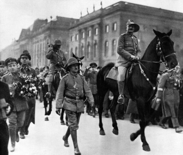 Paul Emil von Lettow-Vorbeck (1870-1964), general in the Imperial German Army and commander of the German East Africa Campaign during the First World War. Seen here on horseback in a parade, returning to Berlin after the war. Date: 2 March 1919