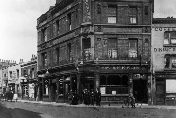 South London : the corner of Peckham High Street and Hill Street, during World War One. Date: 1917