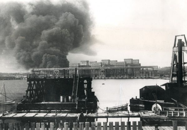 Petrol tanks burning in Constanza Harbour, Romania, during the First World War. The harbour was evacuated by the Romanians on 22 October 1916. Date: October 1916