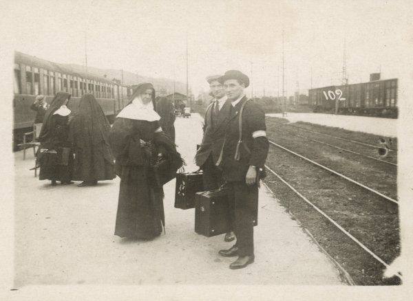 Pilgrims arriving at the railway station