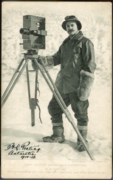 Herbert Ponting (1871-1935) with his camera in the Antarctic : he accompanies Scott's expedition as official photographer and produces a spectacular photo record