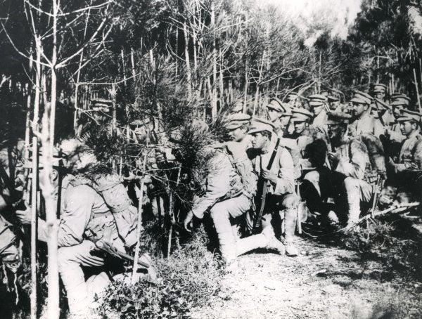 Portuguese soldiers advancing through a wood on the Western Front, First World War. Date: 1916-1918