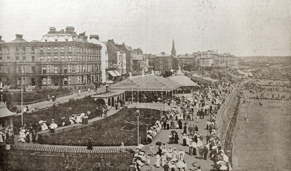 A bird's eye view of the Princes Parade seafront promenade at Bridlington, Yorkshire. Date: 1904