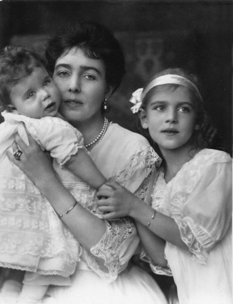 Princess Margaret ('Daisy') of Connaught, Crown Princess of Sweden (1882-1920) with her children Ingrid (right) and Carl Johan, in 1917