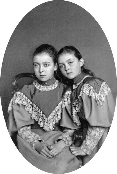Princess Margaret 'Daisy' of Connaught on the left (1882-1920), later Crown Princess of Sweden with her sister Princess Patricia 'Patsy' of Connaught, later Lady Patricia Ramsey (1886-1974)