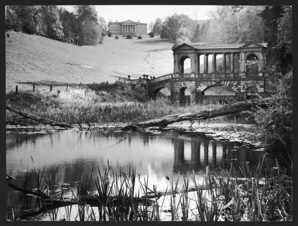 Prior Park in Bath. In the background is the mansion built for Ralph Allen, in the foreground the Palladian Bridge