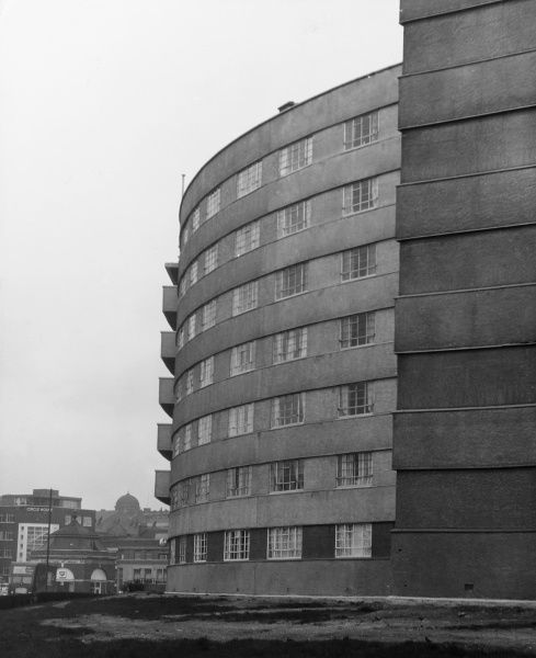 Quarry Hill Flats, Leeds, Yorkshire, England, were modelled on the Karl Marx Hof flats in Vienna, Austria. The steel frame and concrete clad buildings were demolished 1978 Date: built late 1930s