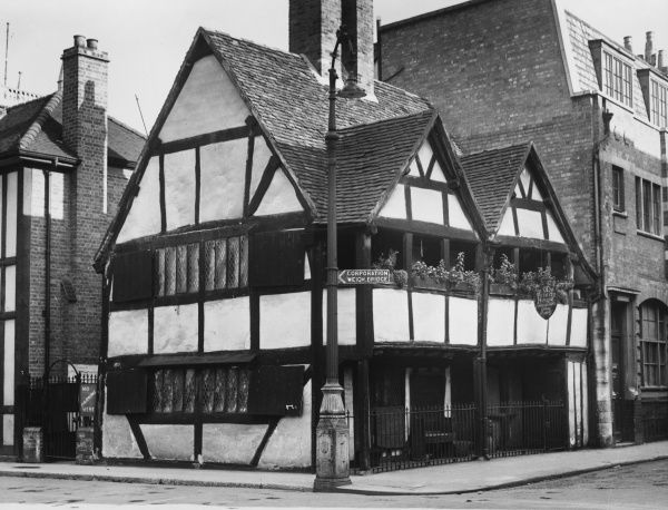 Queen Elizabeth's house at Worcester, an interesting old timbered building, with an open balcony from which she addressed the townsfolk during her visit to the city in 1574