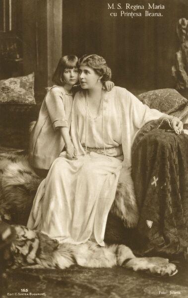 Romanian Royalty - Queen Maria (1875-1938) and Princess Ileana (1909-1991) - who later became the Archduchess of Austria. Date: circa 1910s