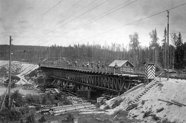 A typical railway bridge at Medevja-gora (Medvedja-gora, Medvezhya Gora, now known as Medvezhyegorsk, Republic of Karelia, north western Russia), during the British intervention in the Russian Civil War. Date: July 1919