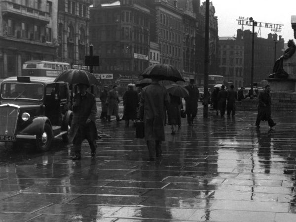 The streets of London on a rainy day Date: 1950s