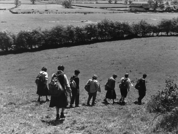 A group of Midland Ramblers on a walk in the lovely English countryside near Coughton, Warwickshire. Date: late 1950s