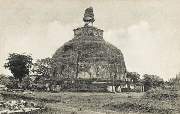 Rankoth (Rankot) Vehera (Golden Pinnacle) Stupa, is the 4th largest stupa in Sri Lanka. Built by King Nissanka Malla (1187-1196), it is 55 metres in height 185 metres in circumference
