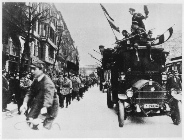 A motorised column of German Nationalists provoke Reichsbanner marchers
