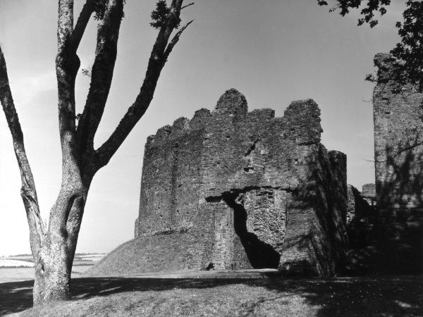 The ruins of Restormel Castle, near Lostwithiel, Cornwall, England. This circular fortress was built in the 13th century on a Norman mound. Date: 13th century