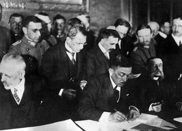 Richard von Kuhlmann (1873-1948), German Foreign Secretary, signing a Peace Treaty (known as the Treaty of Bucharest) with Romania in the Cotroceni Palace, near Bucharest. On the far left is Baron or Count Burian (Stephan Earl Burian-Rajecz
