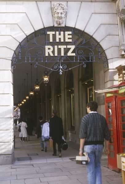 The exterior of the Ritz hotel, Piccadilly, London. Date: 1987