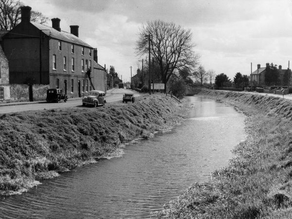 The River Nene, wending its way through the pretty village of Upwell, Norfolk, England. Date: 1950s