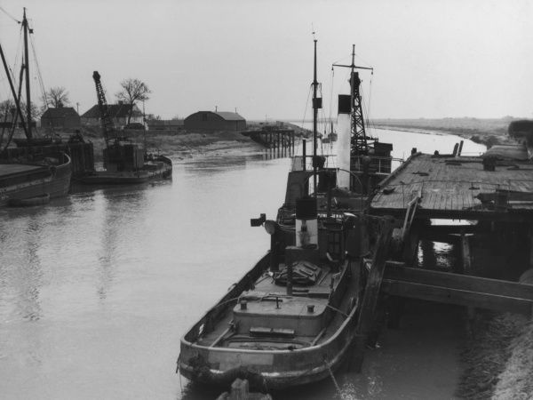 View of the River Welland, at Fossdyke, south Lincolnshire, where the river flows into the Wash. Date: 1950s