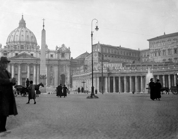 St. Peter's Square, Rome, Italy, with the Dome of St. Peter's (Vatican) behind and the ancient Egyptian obelisk which Emperor Caligula had brought from Heliopolis in Date: 1930s