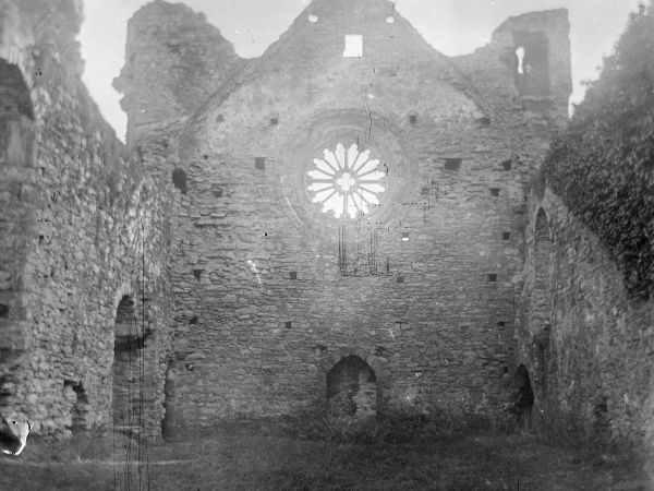 View of the rose window of the medieval Bishop's Palace, St David's, Pembrokeshire, Dyfed, South Wales. Some parts of the building date from the 12th century, but most of the work was done in the 14th century