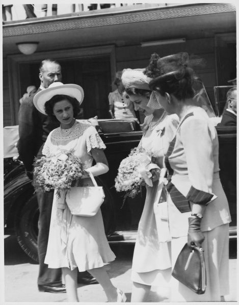 ROYAL TOUR OF SOUTH AFRICA & RHODESIA: Princess Margaret and Princess Elizabeth chatting to Mrs. Benade, the Mayoress of Bloemfontein
