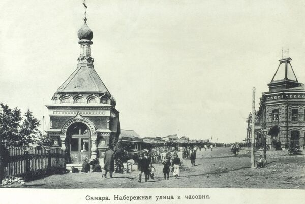 Samara (called Kuybyshev from 1935-1990), Russia - situated in the southeastern part of European Russia (the Volga Federal District), at the confluence of the Volga and Samara Rivers. The St Alexiy Chapel is in the foreground. Date: 1908