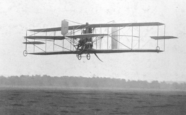Samuel Franklin Cody, Texan aviator, making his first flights in England