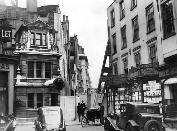 Famous for its tailors' shops, here too is Rymans the stationer's, today one of Britain's leaders in the business : note too the delivery tricycle. Date: 1937