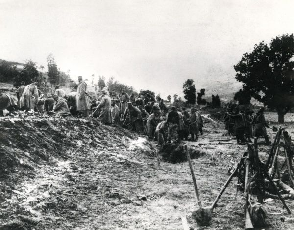 Serbian troops constructing defences at Prisreud during the First World War. Date: 1914