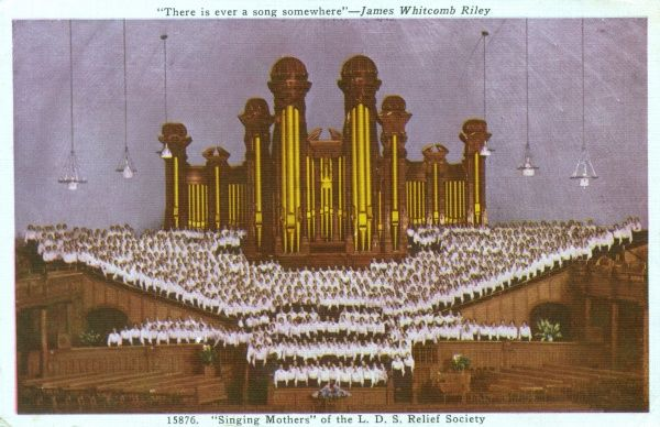 The 900 'Singing Mothers' of the Church of Jesus Christ of the Latter-day Saints (The Mormons) Relief Society performing in front of the organ inside the Salt Lake Tabernacle, Salt Lake City, Utah, USA Date: 1938