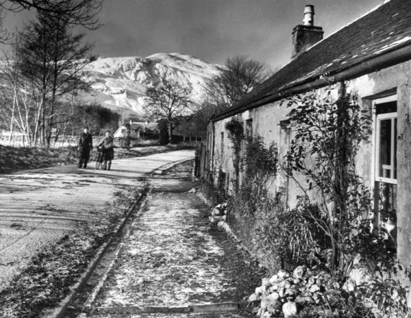 Snow at Killmahog, near Callander, Perthshire, Scotland, showing some pretty cottages and the peak of Ben Ledi in the background. Date: 1950s
