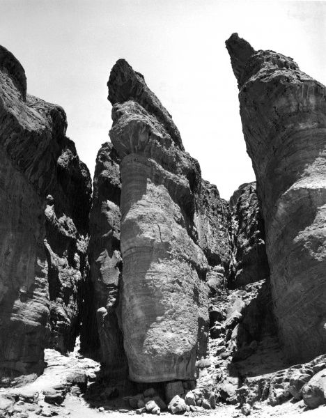 'Solomon's Pillars' a natural rock formation in the Negev Desert, Israel. Date: 1960s