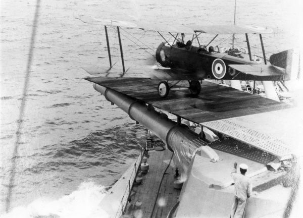 A Sopwith 1 Strutter biplane taking off from the gun turret platform of a ship during the First World War. Date: circa 1916-1918