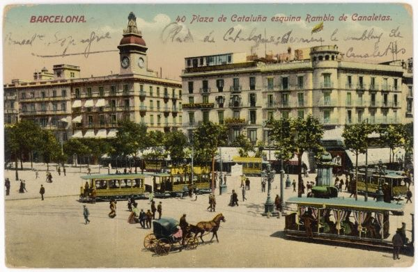 Barcelona: Plaza de Cataluna with people and traffic