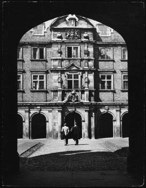 Exterior of the entrance to the Bridge of Sighs, St John's College