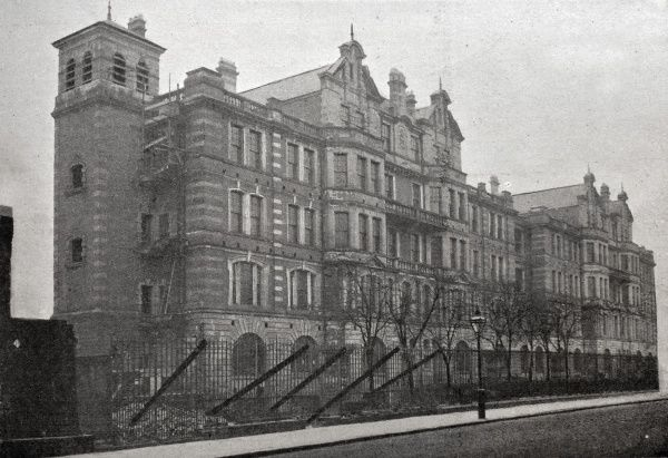 A new block still under construction at the St Marylebone Workhouse, Marylebone Road, London. Date: 1900