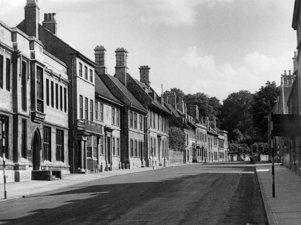 Lovely Georgian houses in the main street, which is also the Great North Road, in the historic town of Stamford, Lincolnshire, England. Date: 1950s