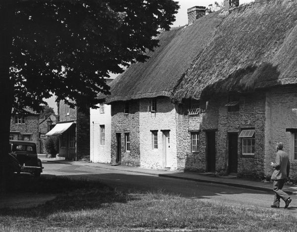 Thatched cottages in the quiet village of Stanford-in-the- Vale, Berkshire, England. Date: late 1950s