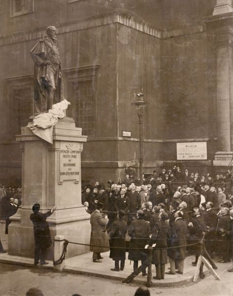 The Marquis of Lansdowne unveiling a statue to the 8th Duke of Devonshire (Spencer Compton Cavendish, Lord Hartington, 1833-1908), Liberal politician, at the entrance to Horseguards Avenue in Whitehall, Central London