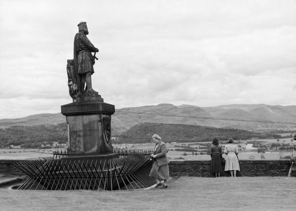 Stirling Castle: monument to Robert the Bruce on the castle esplanade