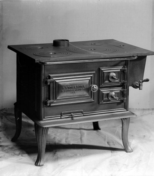 Wood stove, manufactured by Landskrona Foundry,1900 Date: 1900