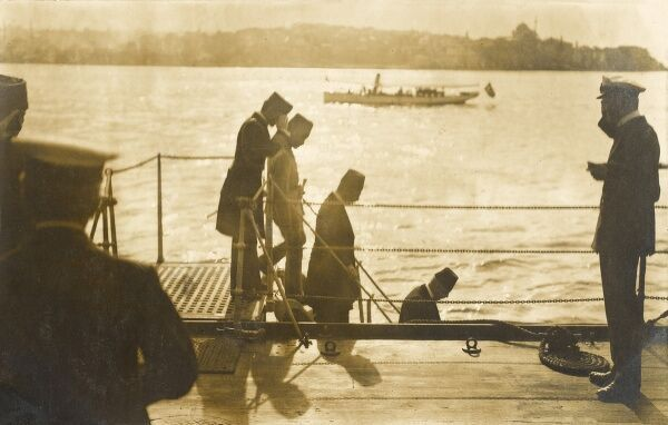 Sultan Mehmed VI leaving the HMS Superb, at anchor in the Bosphorus, Constantinople, Turkey. Mehmed VI Wahid ed-din (Turkish: Mehmed Vahideddin or Mehmet Vahdettin) (1861 1926) was the 36th and last Sultan of the Ottoman Empire, reigning from 1918 to 1922